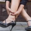 Evita lesiones por usar zapatos altos